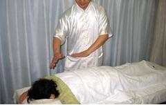 気功治療イメージ